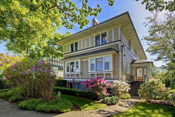 SOLD - $767,000 - 4-727 LINDEN AVE